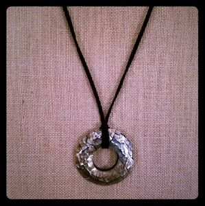 LIA SOPHIA- resin circle, crackled mother of pearl
